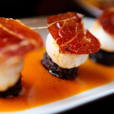 Barca Restaurant showing scallops with black pudding and bacon