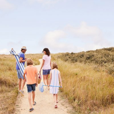 Joules SS19 people going home from the beach